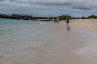 20140510132726-Galapagos_beach_walk