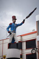 20140424141921-Soldier_statue_of_Latacunga