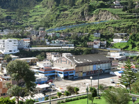 20140502084234-Alausi_St_Peter_Hill