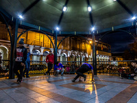 20140504183119-Night_dance_at_central_park_cuenca